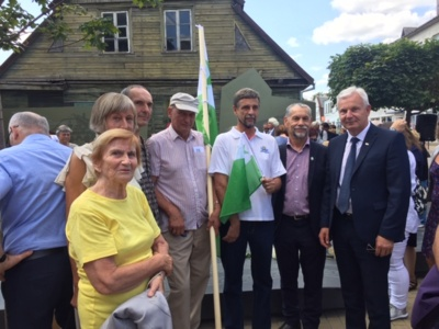 Jurbarko esperantininkai su Lietuvos Respublikos Seimo nariu Ričardu Juška