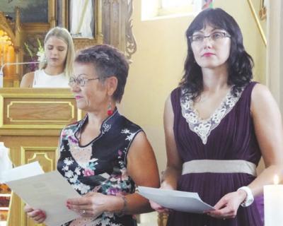 Brandos atestatus įteikė direktorė I. Mažulienė ir pavaduotoja L. Lukoševičienė.