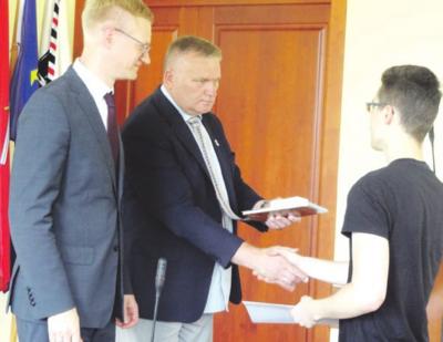 Apdovanojimus įteikė meras V. Tomkus ir administracijos direktorius M. Nasevičius.