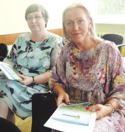 A. Brazausko gimnazijos pedagogės S. Kriugždienė ir D.Kuznecovienė (dešinėje).