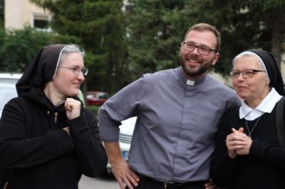 """Dievo garbės """"kariai"""". Naujausiais statistiniais duomenimis, 2018 m. pabaigoje visame pasaulyje buvo 15 842 jėzuitai, tarp jų – 11 389 kunigai. Lietuvoje jėzuitų kunigų yra apie 30, o į šventę Šiauliuose buvo atvykę bene pusė jų. (Leono Nekrašo nuotr.)"""