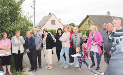 Dauguma iš atėjusių buvo priešiškai nusiteikę prieš naujas statybas ir neįgalius kaimynus.