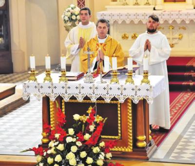 Svečias, kunigas R. Doveika sakė pamokslą pamaldose.