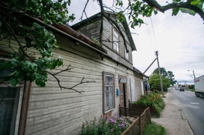 Kai kurie 76-o namo gyventojai su savivaldybe suderėjo dėl turto pardavimo / R. Tenio nuotr.