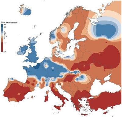 © Günter Blöschl | Vienna University of Technology | Mėlyna spalva žymi išaugusią potvynių grėsmę, o raudona sumažėjusią