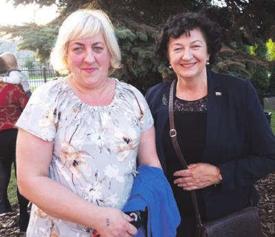 Žaslietė Renata gavo dovanų iš Seimo narės L. Matkevičienės.