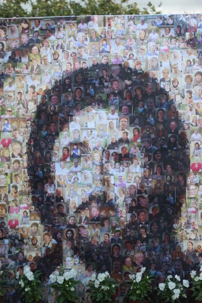 Originalumas. Lietuvos krikščioniškojo gyvenimo bendruomenė iš savo narių portretų sukūrė originalų paveikslą. (Autorės nuotr.)