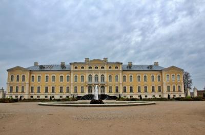 Gražiausia. Rundalės pilis tituluojama gražiausia Latvijoje. Galbūt todėl, jog buvo pradėta statyti iš meilės?