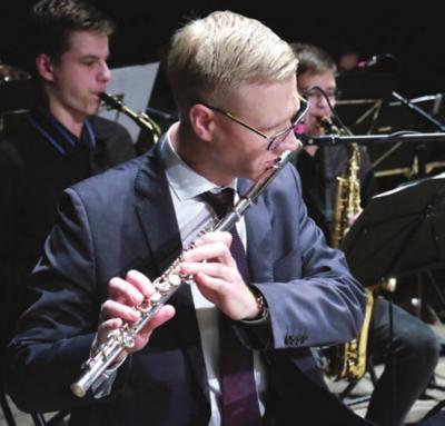 Į koncertą įsijungė meras V. Tomkus, baigęs šią mokyklą.