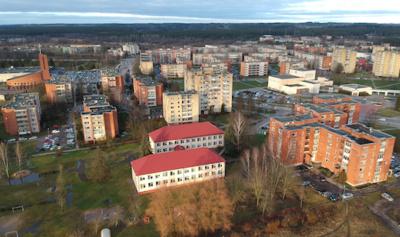 """Dauniškio kvartale esanti Utenos mokykla - vaikų darželis """"Varpelis""""."""