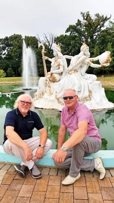 Su buvusiu pasvaliečiu, dabar JAV gyvenančiu Juozu Kizniu (kairėje) Petrą sieja seni draugystės saitai.