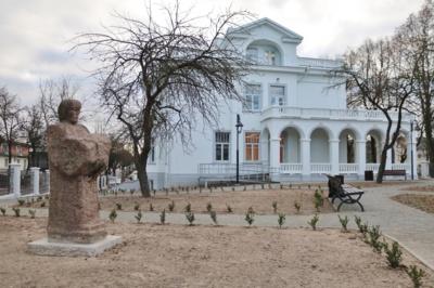 Pirmieji. Venclauskių namai netrukus atsivers lankytojams – Vasario 16-ąją juose bus organizuojamos ekskursijos. Tiesa, kol kas tai vienintelė galimybė pirmiesiems pažvelgti į atnaujintą pastatą iš vidaus.