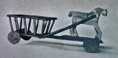 Vežimėlis. Tokie vežimėliai buvo gaminami ne tik mažo dydžio, kad vaikai galėtų jais žaisti, bet ir tikri – kad galėtų patys juose važinėti.