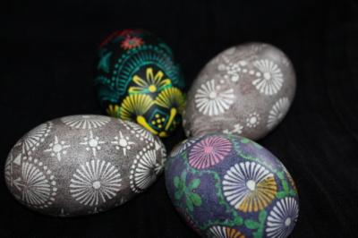 Nuotraukoje – žąsies kiaušiniai. Laimutė pasakoja, kad į edukacijas vaikai atsineša net ir stručio kiaušinių, tačiau jai pačiai tokių marginti dar neteko.