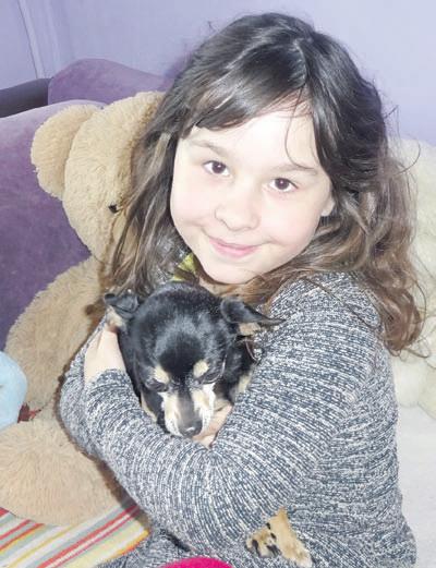Aštuonmetė Austėja Iš gyvūnų labiausiai myli kalytę Čilę.