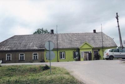 Dabar jau nebenaudojamas Veiviržėnų pradinės mokyklos pastatas, kuriame 1945–1948 m. mokėsi Z. Sabalys.