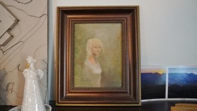 """""""Man jis toks yra šventas. Tai – miško mergaitė"""", – kitą savo darbą, nupieštą kone prieš 40 metų, rodo Violeta, jame lyg žalsvame pieno rūke paskendusi tyra siela."""