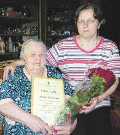 Verpetinskai įsivaikino ir kaip savo dukrą užaugino Danguolę. Moteris dabar prižiūri 90-mečio sulaukusią mamą.