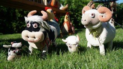 """""""Aš užduodu klausimą: ar čia avinas, ar avis? Jie pasižiūri, pasako, o aš tada sakau: jei pilvelyje yra vaikelis, tada bus mama, jei vaikelio nėra – tada tėtis"""", – apie užsiėmimus su vaikučiais pasakoja Asta."""