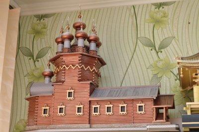 """""""Karelijoje, Kižų saloje, esanti cerkvė pastatyta be vinių, vien kirviu. Aštuonkampis košmaras. Kol išsiaiškinau, kaip ji pastatyta. Vis tiek įveikiau"""", – sako tautodailininkas."""
