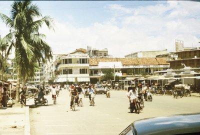 Kambodžoje šiauliečius pasitiko karštis – toks, kad pėstute nepaturistausi.  Z. Sabalys sako pastebėjęs, kad pasivaikščiojimų vengė ir vietiniai žmonės.