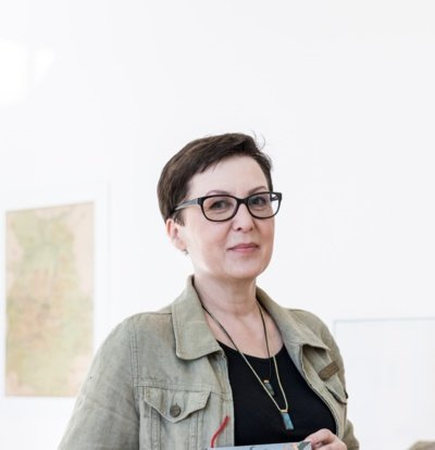 """Ilona Ežerinytė: """"Nėra tiesa, kad jauni žmonės skaito tik šiuolaikine jaunimo kalba parašytas knygas. (Vygaudo Juozaičio nuotr.)"""