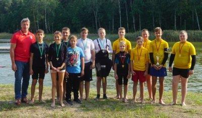 Jaunučių grupės finalo varžybų dalyviai Alytaus SRC ir Trakų KKSC jaunieji baidarininkai.