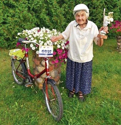 Ona Kvederavičienė dviračiu mina ne tik rajono keliais, bet ir velomaratone.