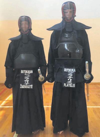 Agnė drauge su vyru Briuselyje kaunasi kendo ir iaido (japonų fechtavimo menas) treniruotėse. Kendo šarvai.