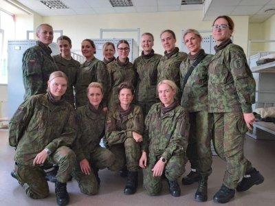 30 žmonių būryje Jolita Vengrė buvo vyriausia. Dviejuose būriuose buvo 13 moterų, iš kurių viena savanorė buvo metais už Jolitą vyresnė.
