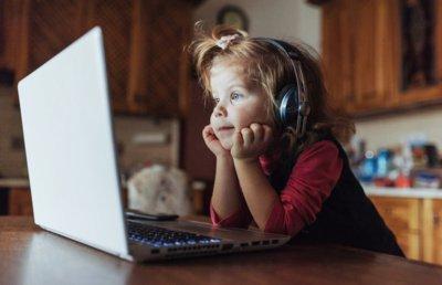 """""""Vaikai kitaip suvokia šį pasaulį, jiems kartais sunku atskirti virtualią erdvę nuo realybės, jiems tai atrodo tapatu"""", – sako lektorius. (Standret nuotr.)"""