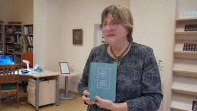 Nijolė Petraitytė kviečia mokytis esperanto kalbos – tada nebelieka sienų tarp pasaulio žmonių. Šiaulių miesto savivaldybės viešosios bibliotekos Lieporių filiale nuolat rengiami esperanto kalbos kursai.