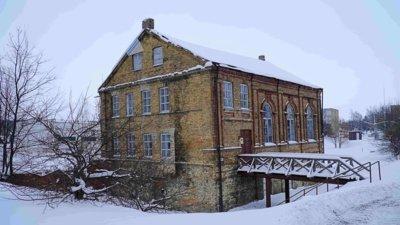Po 1941 m. nacionalizacijos, pritaikant sinagogą sporto salei, buvo pakeistas vidaus patalpų planas. Užmūryta dalis langų, sunaikintas altorius, cokoliniame aukšte įrengtos buitinės patalpos.