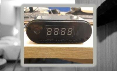 Žadintuvas, kuriame įrengta slapta kamera. Cambridgeshire Constabulary/PxHere nuotr