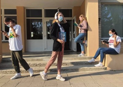 Pasvalio Petro Vileišio gimnazijos mokiniai, vystantys jauną verslą audiovadovėlių ir edukacinių tinklalaidžių platformą. Asmeninio albumo nuotr.