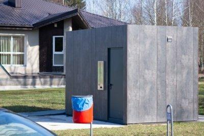 Rekonstruotame Jaunimo sode laisvalaikį leidžiantys panevėžiečiai susiduria su nepatogumais. Parke įrengti tualetai, bet ten atlikti gamtinių reikalų galimybės nėra – jie užrakinti.