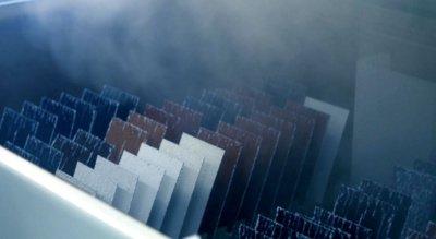 """Pav. """"Ruukki"""" valdo visą stogų gamybos grandinę: nuo geležies rūdos iki stogo medžiagų komplekto pristatymo į jūsų statybvietę, turi savo plieno liejyklas, stogų testavimo laboratorijas, todėl pilnai atsako už kokybę. """"Ruukki """" archyvo medžiaga."""