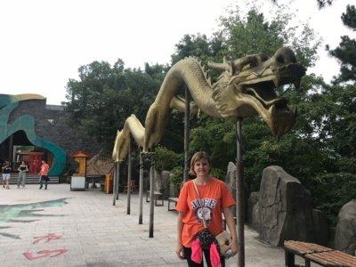 Ingrida mielai skaito kinų pasakas ir jose jai įspūdingiausi drakonai. (Ingridos Ignatavičienės asmeninio archyvo nuotr.)