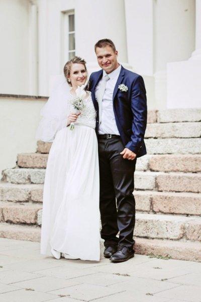 Aurelija kartu su vyru gyvena Šiauliuose. Penkeriais metais vyresnis Donatas – iš to paties Šiukštonių kaimo. Pora pernai susituokė Joniškėlio bažnyčioje.
