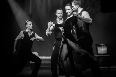 Tango, kaip pats gyvenimas, – itin jausmingas… Akimirka iš Vilniaus tango teatro pasirodymo.