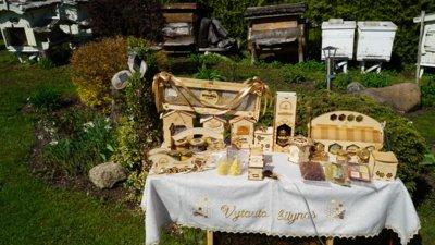 V. Marcinkevičių pomėgis taip įtraukė, kad bičių avilių daugėjo, hobis ir bičių produktai tapo ne tik atgaiva po sunkių metalo darbų, bet ir papildomu pajamų šaltiniu.