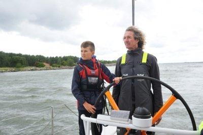 """Jokūbas ir """"Ambersail 2"""" kapitonas Linas Ivanauskas-Linkus. D. Čėplos nuotr."""