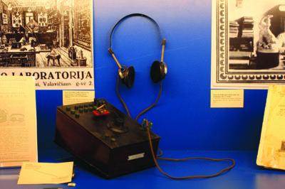 Šį Šiauliuose gamintą Stasio Brašiškio radijo imtuvą muziejaus vadovė surado visiškai atsitiktinai. (Radijo ir televizijos muziejaus nuotr.)
