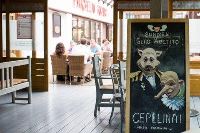 """PATIEKALAS. Itin poilsiautojų mėgstamas restorano """"Paršelio rojus"""" patiekalas - cepelinai. Vitos JUREVIČIENĖS nuotr."""