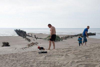 GINTARAS. Žmonės čia smėlyje randa mažų gintaro gabalėlių. Vitos JUREVIČIENĖS nuotr.