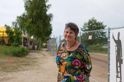 MOKYTOJA. Ponia Audronė ves ekskursiją negalią turintiems žmonėms ir papasakos Šventosios istoriją. Vitos JUREVIČIENĖS nuotr.