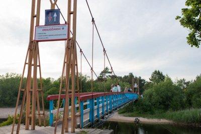 ĮŽYMYBĖ. Dar viena Šventosios garsenybė - vadinamasis beždžionių tiltas. Vitos JUREVIČIENĖS nuotr.