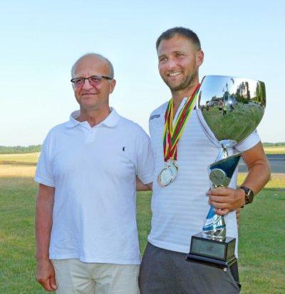 Prienų r. sav. meras A. Vaicekauskas, ir mero taurės nugalėtojas G. Sabeckis.