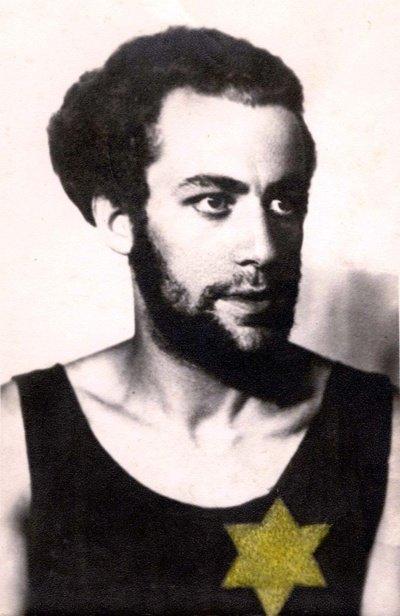 Visi Šiauliuose gyvenantys žydai be lyties ir amžiaus skirtumo buvo įpareigojami nuo 1941 m. liepos 20 d. ant kairiosios krūtinės pusės nešioti geltonos spalvos Dovydo žvaigždę. (Yad Vashem archyvo nuotr.)