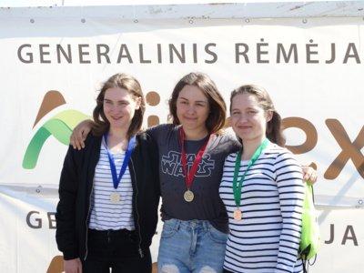 Nomeda Nazarenkaitė (viduryje) netrukus išvyks tęsti sportininkės karjerą bei studijuoti už Atlanto (A. Striškos asmeninio archyvo nuotr.)